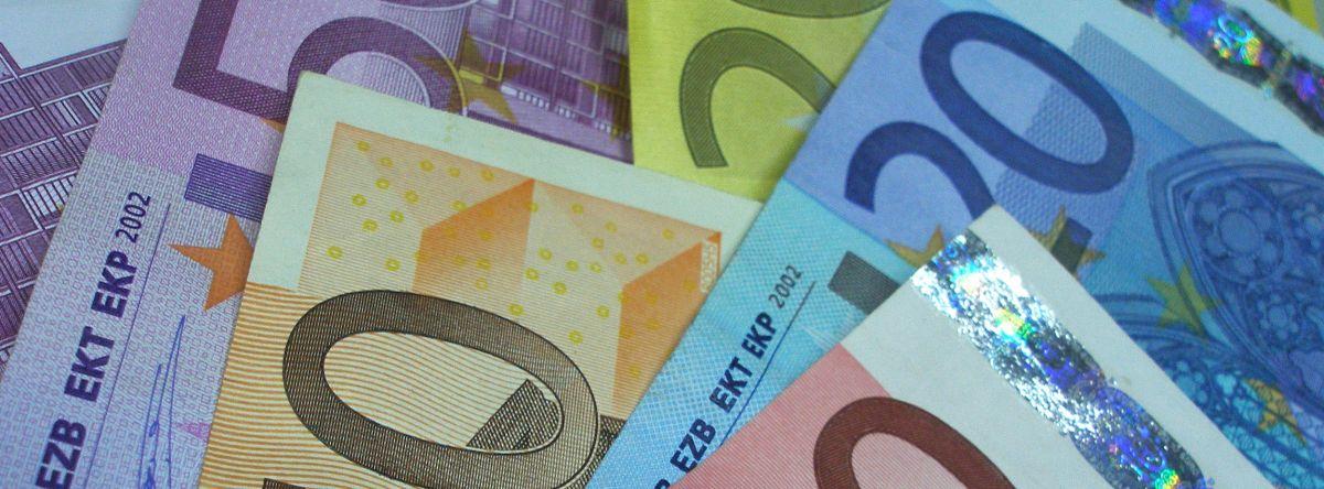 Inaktive Bankkonten bergen hohe Summen an Geld – die laut Frank Niederländer der Gesellschaft zur Verfügung gestellt werden könnten. Foto: Claudia Hautumm  / pixelio.de