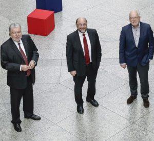 Kurt Beck übergibt an den neuen Vorsitzenden Martin Schulz, auf Roland Schmidt wird am 1. Juli 2021 Sabine Fandrych als geschäftsführendes Vorstandsmitglied folgen (von links).