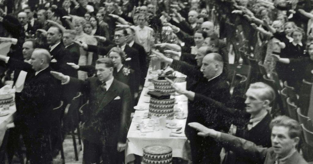 Das Foto zeigt die Hertie-Betriebsfeier 1938 in der Berliner Deutschlandhalle.