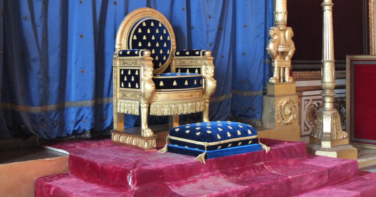 König Vorstand? Das hängt von der Satzungsgestaltung ab. Das Bild zeigt den Thron von Napoleon I. im Schloss Fontainebleau