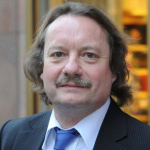 Helmut K. Anheier war bis 2018 Präsident der Hertie School of Governance, an der er weiterhin als Professor für Soziologie tätig ist.