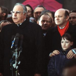 Helmut Kohl bei seiner Rede zur offiziellen Öffnung des Brandenburger Tores am 22. Dezember 1989.