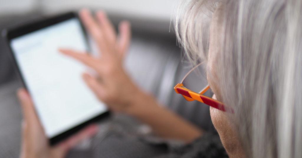 Alter, aber vor allem Bildung, sind wichtige Faktoren beim Umgang mit digitalen Informationen.