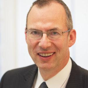 Michael P. Sommer ist Experte für Mikrofinanz und Direktor Auslandskunden bei der Bank im Bistum Essen.