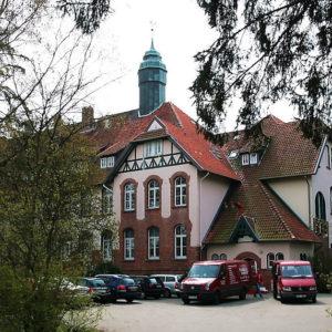 Der Sitz der Pestalozzi-Stiftung in Großburgwedel ist denkmalgeschützt und ein Wahrzeichen der Gemeinde.